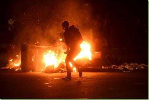 oakland ca trump protest burning garbage