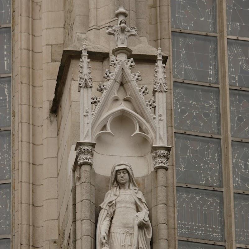 Brussels_033 Notre Dame du Sablon Statue.jpg