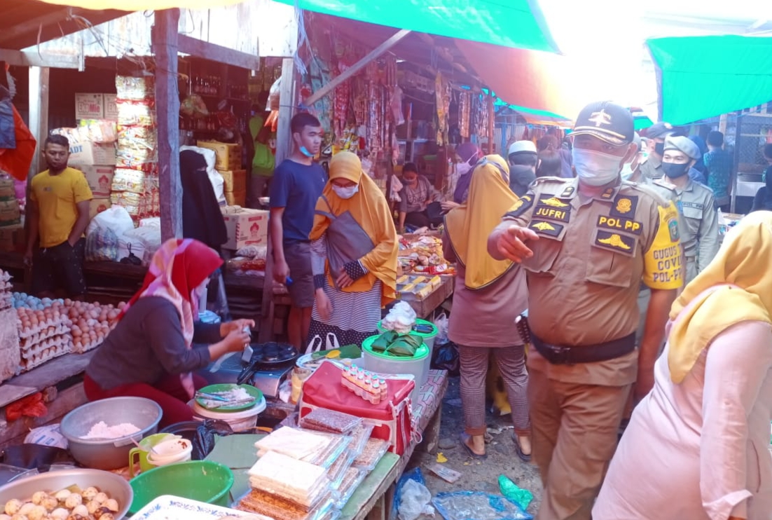 Penertiban Masker di Pasar Sentral Watansoppeng