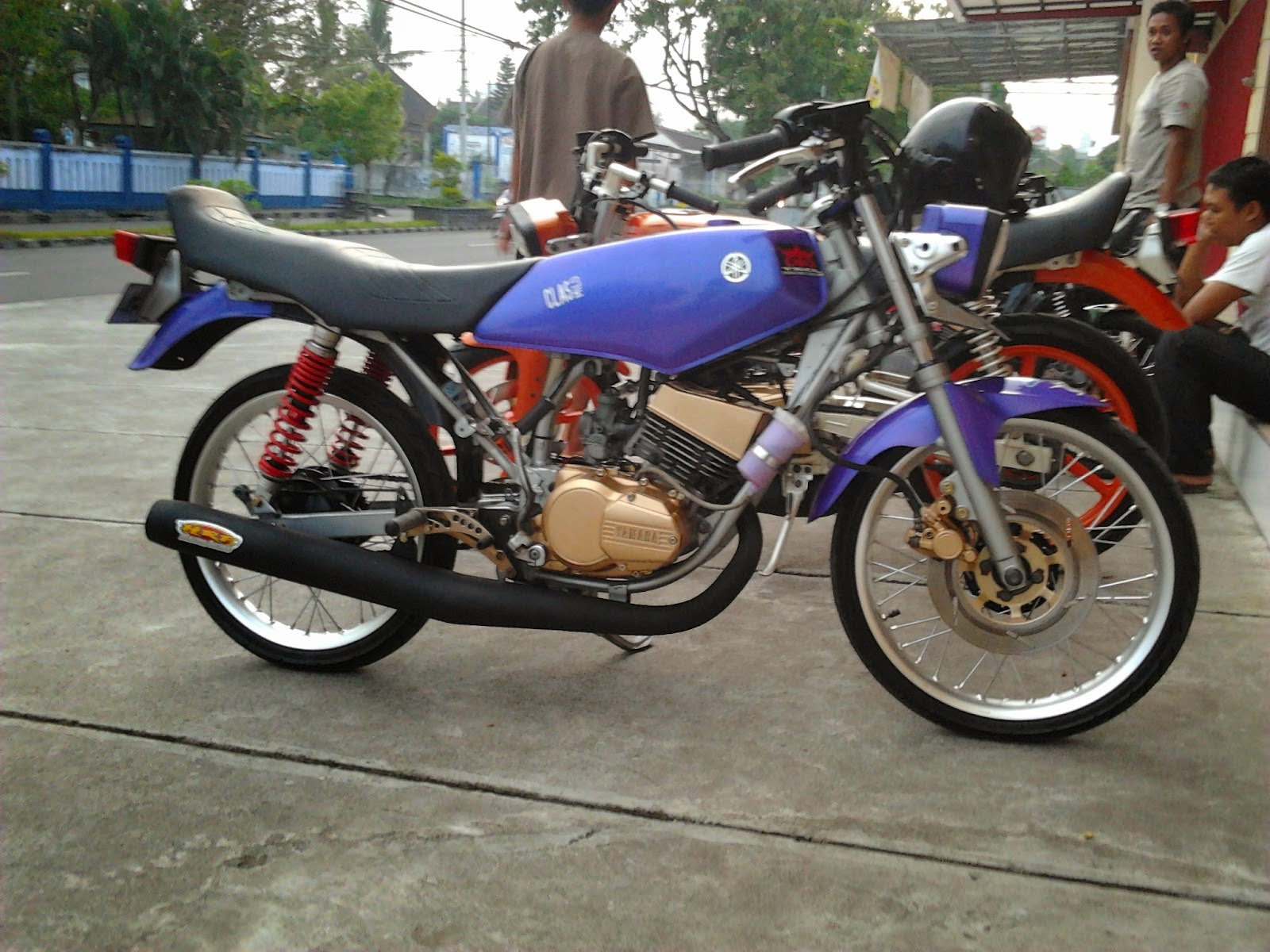 Scoopy Modifikasi Velg 14