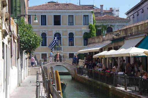 Rio di S Provoio. Est-ce le consulat de Grèce ?
