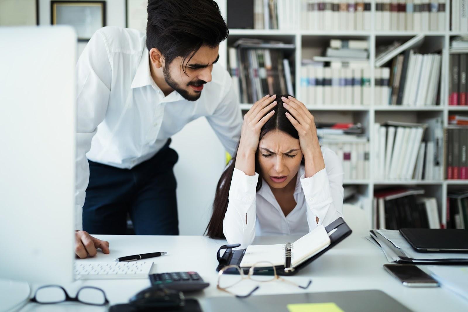 [angry-irritated-boss-reprimanding-employee-afraid-KYMZLNS%5B5%5D]