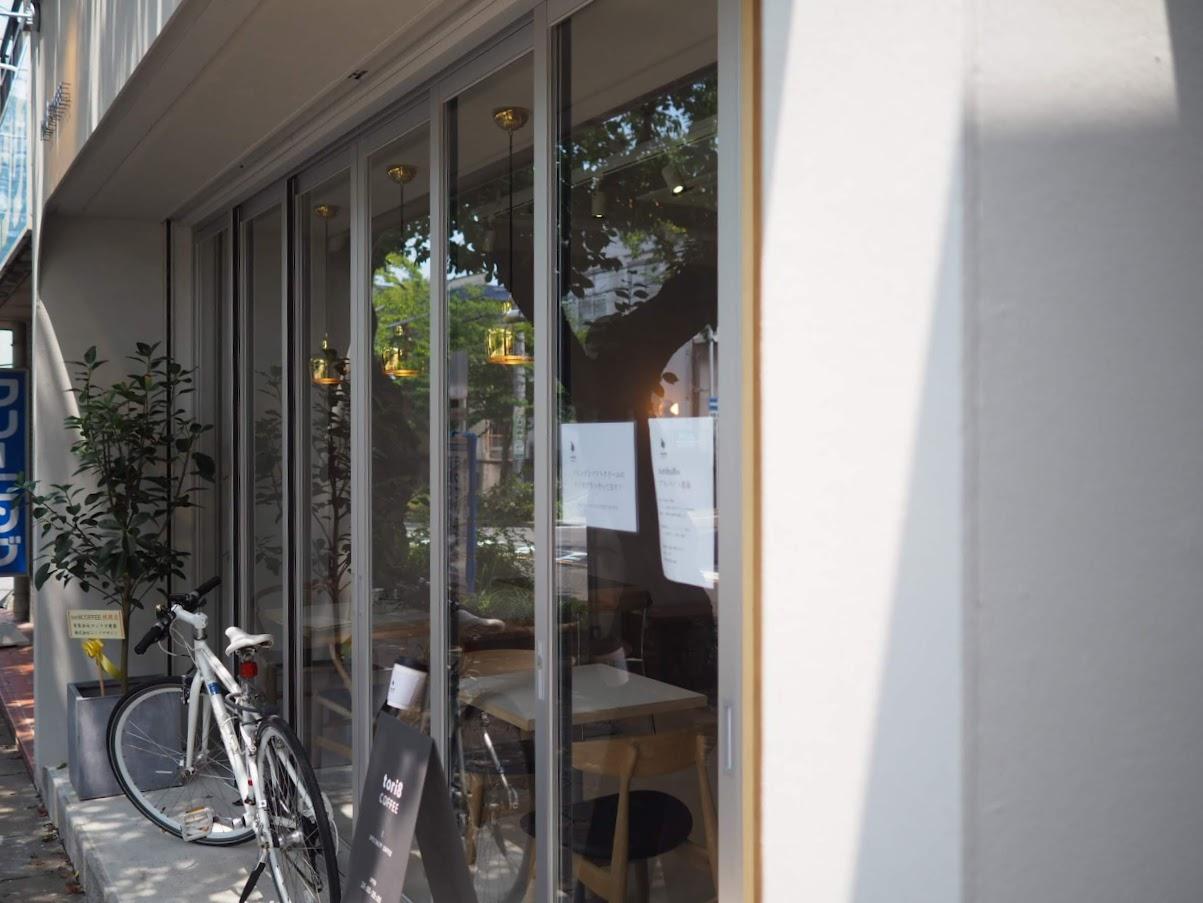 tori8COFFEEのガラス窓