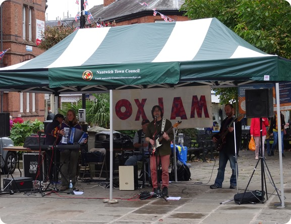 Jonathan Tarplee and his band The Blue Yellows perform at  OXJAM