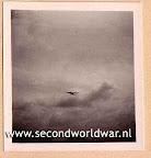 Lancaster bommenwerpers van de RAF boven Rotterdam, voedseldroppingen, operatie manna, mei 1945.