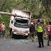 Truk Box Tertimpa Pohon Tumbang dan Fuso Terbalik di Jalan Palabuhanratu - Kiaradua