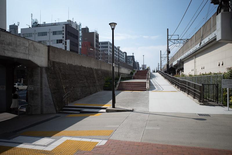 190728 桜木町遊歩道入口