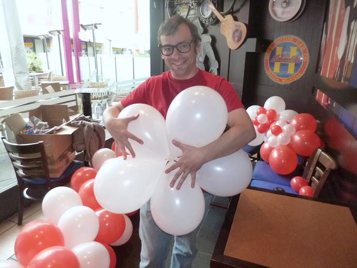 como-hacer-decoracion-flor-globos-03