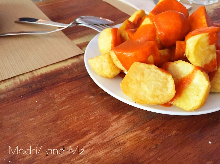 Patatas bravas en la carta de El Kiosko de la calle Ferraz nueve de Madrid