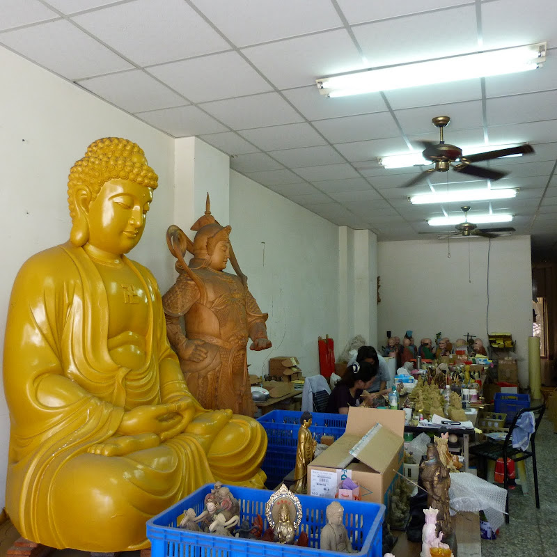 Puli. Divers et Golden Buddha.J 12 - P1170438.JPG