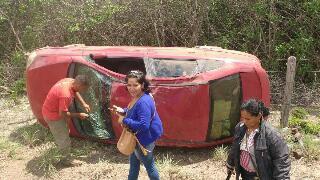 Veículo capota na Ma 020 entre Vargem Grande e Nina Rodrigue