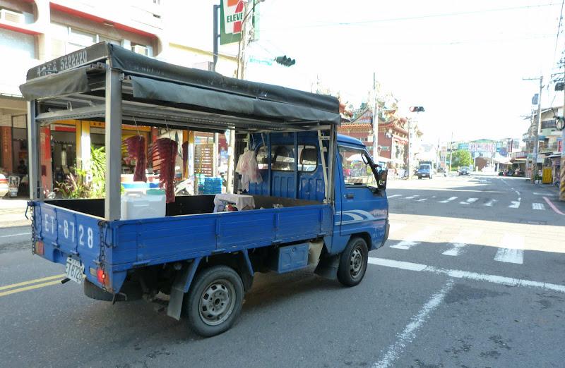le boucher et sa camionette électrique