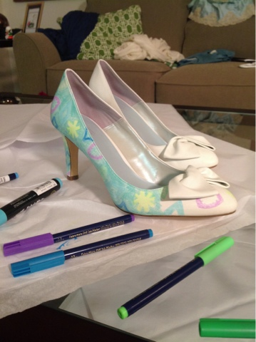 adding pattern to dyeable shoes with fabric markers