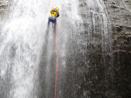 Rappel de 28m, canyon des Ecouges, massif du Vercors, Isère