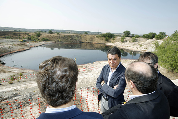 Comienza la recuperación ambiental de la balsa de aceites usados de Arganda del Rey