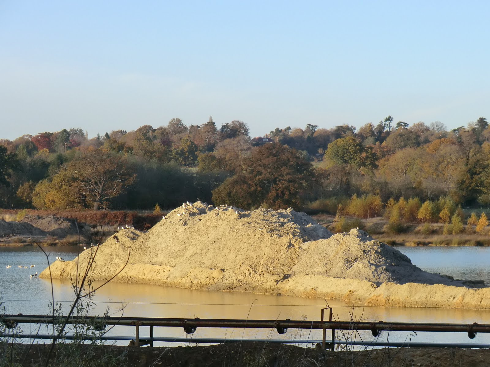 CIMG4936 Sand & gravel workings in Blackwater Valley