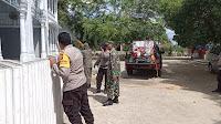 Brimob Polda Aceh Semprot Disinfektan serta Bagi Sembako Jelang Idul Fitri