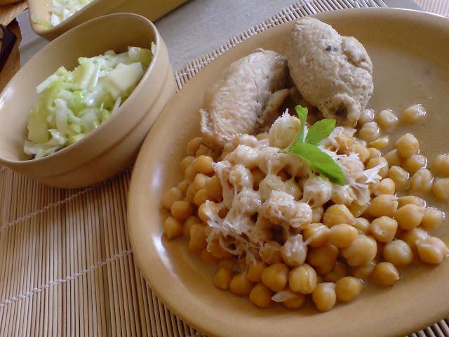 Ciecierzyca z roladkami z piersi z kurczaka + sałatka z selera naciowego