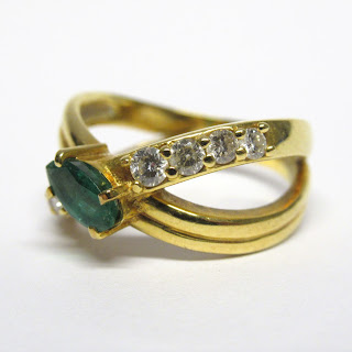 18K Gold & Green Stone Ring