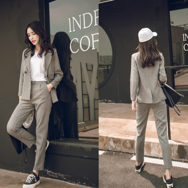 STYLISH SUITE DESIGNS FOR LADY IN 2018 8