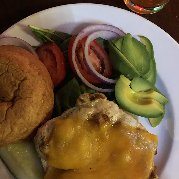 The gluten free bun was amazing. I even had a gf beer. The staff was so helpful and definitely went the extra mile to make sure the kitchen prepare good in a dedicated work space. I'd ho back!!
