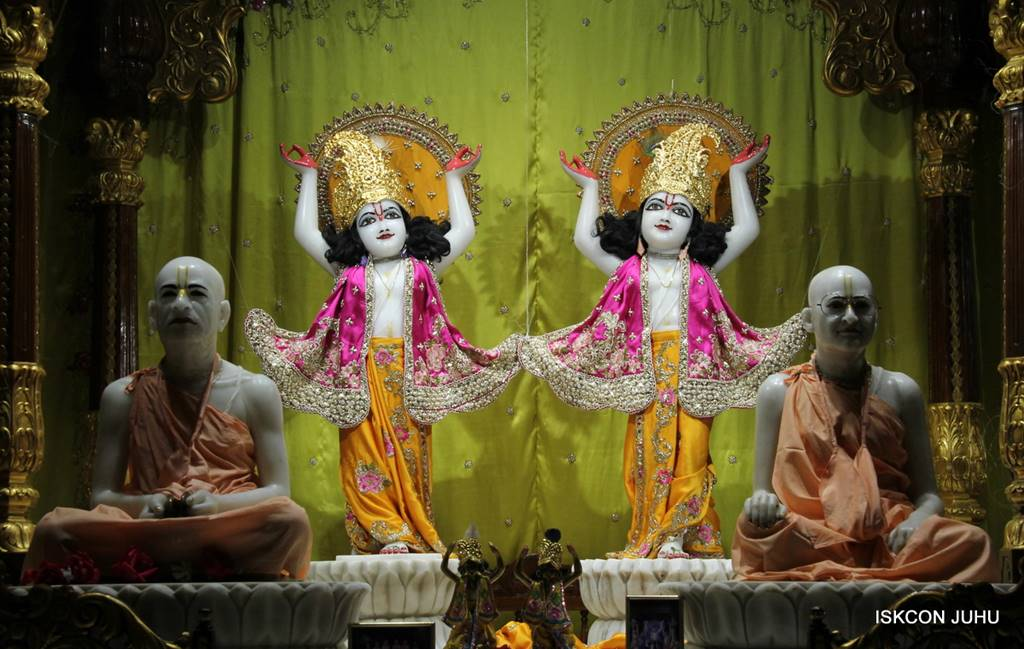 ISKCON Juhu Mangal Deity Darshan 05 Mar 2016 (24)