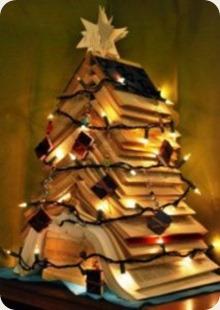 albero di natale con libri aperti
