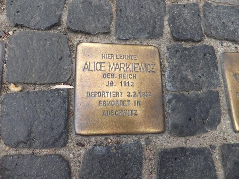 Placas de Gunter Demnig que recuerdan el Holocausto en Berlín