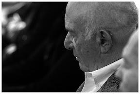 Bert Woudstra in gedachten verzonken.  Fotograaf: Cyril Wermers