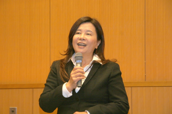 台日文學交流--趨勢文教基金會執行長陳怡蓁在首次會議致詞,她表示她與張明正期待促成台日精神面的交流(趨勢文教基金會提供).jpg