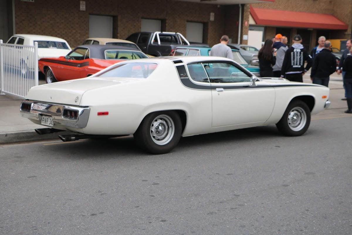 Plymouth RoadRunner 03.jpg