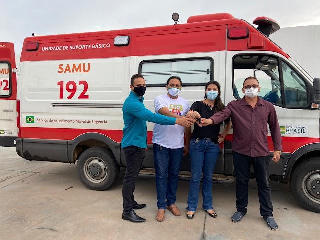 BACABEIRA: Prefeita Fernanda Gonçalo recebe nova ambulância do SAMU