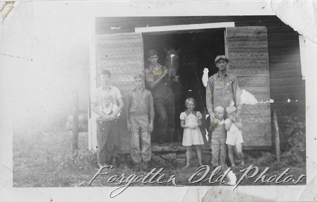Farm Family w horse DL ant