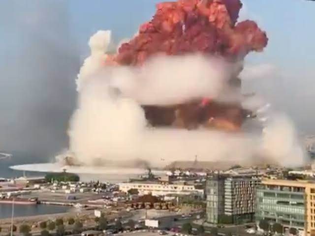 """Beirut califica las explosiones en la capital libanesa como """"un desastre nacional parecido a Hiroshima""""."""