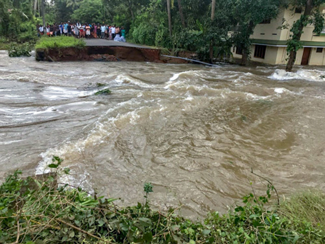 People marooned at a damaged road in a flood-hit area in Thrissur district of Kerala state in India, on Monday, 20 August 2018. Photo: PTI