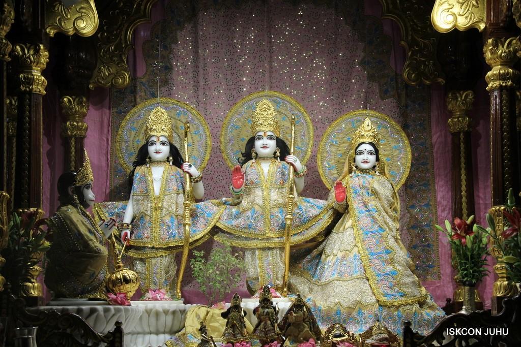 ISKCON Juhu Mangal Deity Darshan on 24 April 2016 (19)
