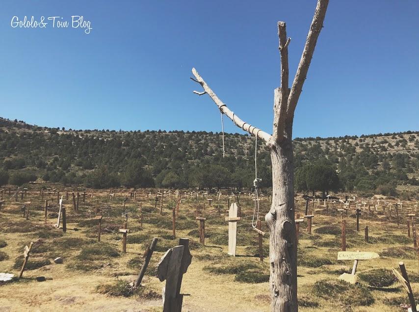 Árbol con soga en el cementerio de Sad Hill en Burgos