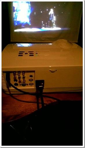 Image 54c24ef thumb%25255B2%25255D - 【ガジェット】「H2 WiFi プロジェクター」レビュー。大画面300インチでファミコン!自宅でお手軽1万円~プロジェクター時代