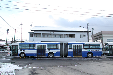 JRバス関東 契約輸送用連接バス O520-98004 サイド