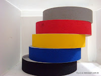 裝潢五金品名:金鋼砂規格:50尺/捲顏色:灰/黑/黃/紅/藍色型式:普通/夜光型功能:可貼於樓梯台階上有止滑作用玖品五金
