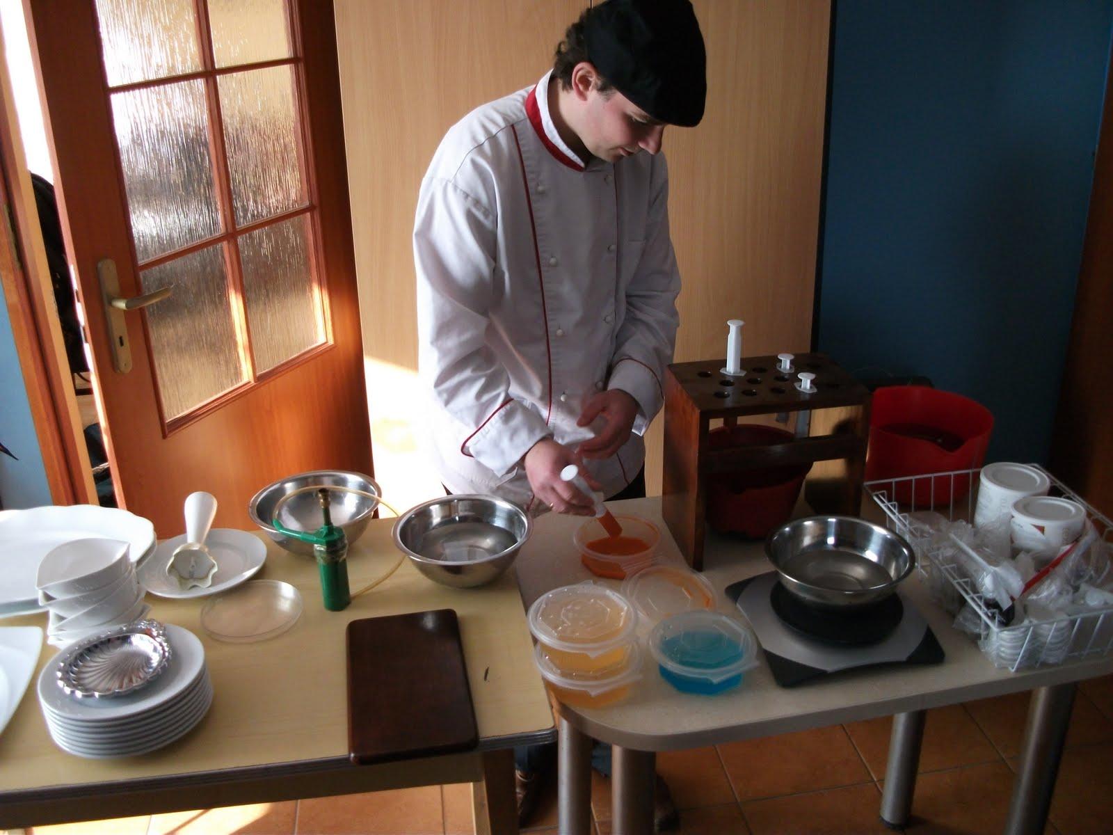 Pokaz sztuki kuchni molekularnej w ywkonaniu Mistrza Piotra Krawczyka- specjalnie dla Mietka z okazji jego 19 urodzin.