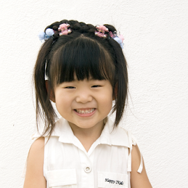 Happy Smile by Steven De Siow - Babies & Children Child Portraits ( happy, girl, girl child, smile, child,  )