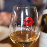 De nouveaux verres sont apparus, avec de subtiles lèvres rouges .....