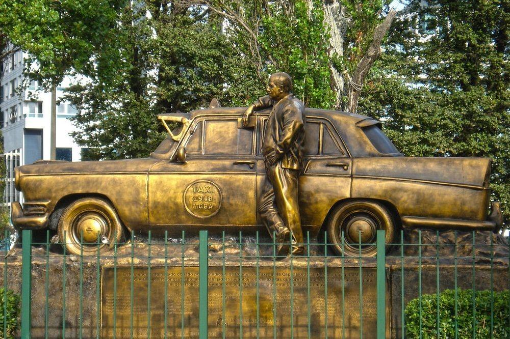 monumento-al-taxista-2
