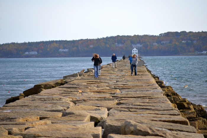 rockland_breakwater_lighthouse_2