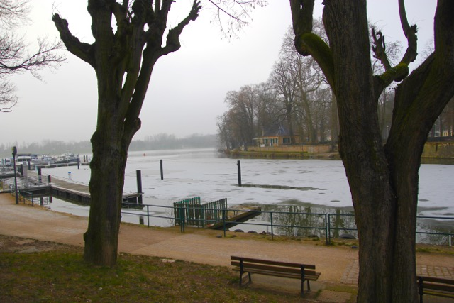 """The part frozen River Moselle where in summer it transforms into a """"beach"""""""