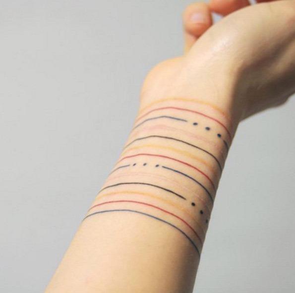 linhas_coloridas_de_pulso_tatuagem