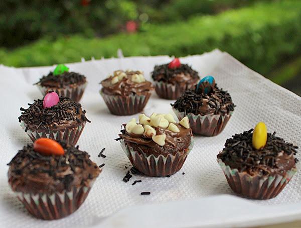 mini chocolate cupcakes for halloween