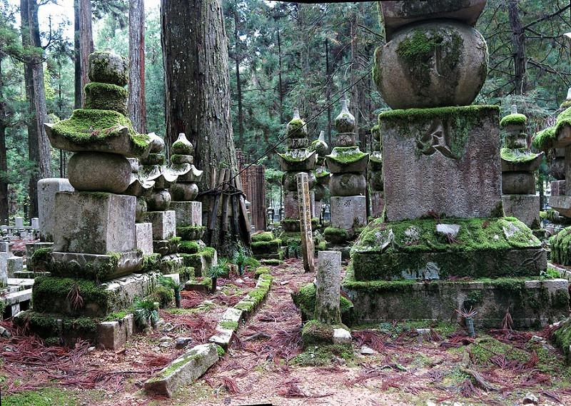 okunoin-cemetery-17
