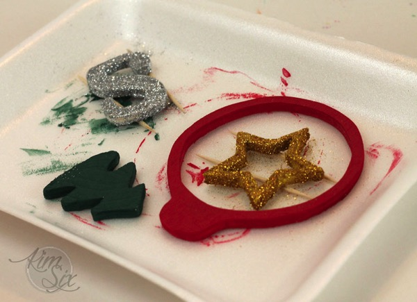 Painting and glittering wooden ornaments